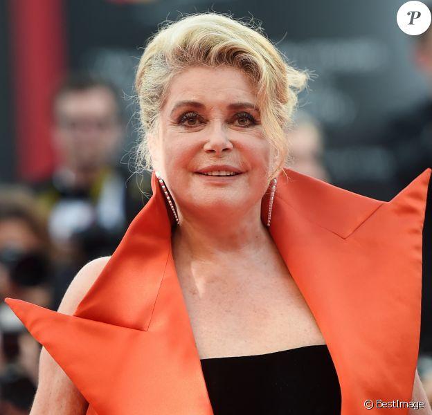 """Catherine Deneuve lors de la projection du film """"La Vérité"""" lors de la cérémonie d'ouverture du 76e festival du film de Venise, la Mostra, sur le Lido au Palais du cinéma de Venise, Italie, le 28 août 2019."""