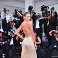 """Candice Swanepoel lors de la projection du film """"La Vérité"""" lors de la cérémonie d'ouverture du 76e festival du film de Venise, la Mostra, sur le Lido au Palais du cinéma de Venise, Italie, le 28 août 2019."""