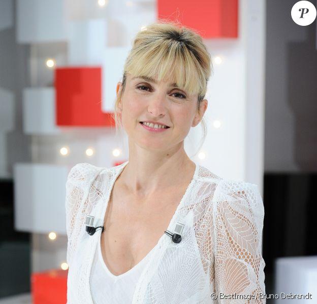 Exclusif - Julie Gayet - Enregistrement de l'émission ' Vivement Dimanche Prochain ' au studio Gabriel. Diffusion le 01/09/2019 sur France 2. © Guillaume Gaffiot / Bestimage.