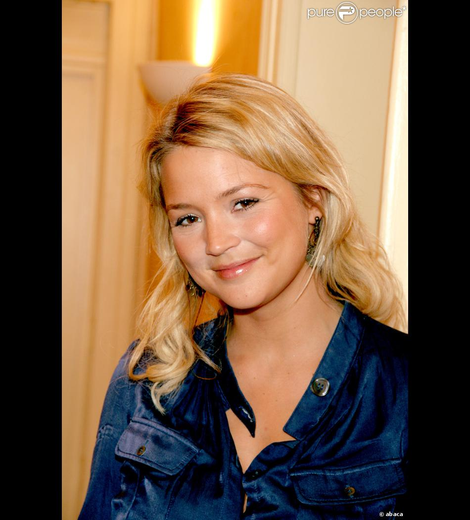 virginie efira pr sentatrice de la nouvelle star. Black Bedroom Furniture Sets. Home Design Ideas