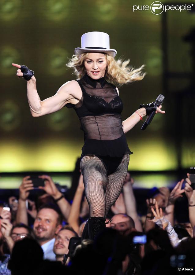 Madonna sur scène pour le Stick & Sweet Tour