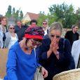 Ariane Carletti, Dorothée (Frédérique Hoschedé) - Obsèques de François Corbier (Alain Roux de son vrai nom) au cimetière de Serez dans l'Eure le 5 juillet 2018.