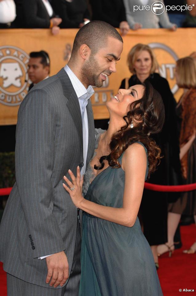 Eva Longoria et Tony Parker, encore sur un tapis rouge et encore collés-serrés ! En 2007 lors des SAG Awards.