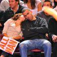 Pause tendresse pour Eva Longoria et Tony Parker au premier rang d'un match... de basket !