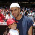 Eva Longoria et Tony Parker lors d'un match de baseball en juillet 2005. Un couple à fond de sport !