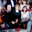 Dorothée entourée de Jacky, Ariane et Corbier ainsi que Pat Le Guen dans Vivement dimanche le 31 octobre 2007.