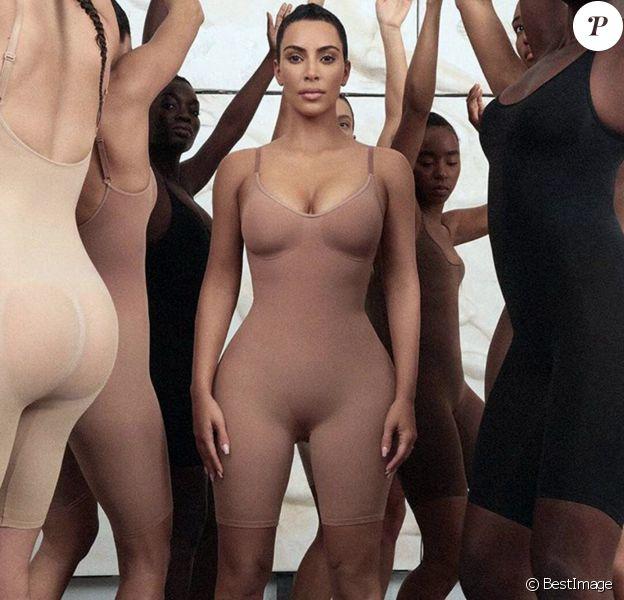 """Kim Kardashian lance une marque de sous-vêtements de maintien baptisée Kimono. Kim Kardashian a révélé qu'elle était passionnée par les sous-vêtements de maintien depuis plus de 15 ans. """" C'est aussi si souvent que je n'ai pas pu trouver de sous-vêtements de maintien dont la couleur se marie bien avec le teint de ma peau, il nous fallait donc une solution pour tout cela """" a-t-elle écrit. Los Angeles. 25 juin 2019."""