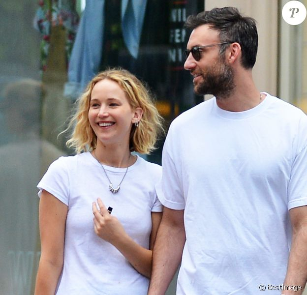 Exclusif - Jennifer Lawrence avec son compagnon Cooke Maroney dans les rues de New York. Le 6 juin 2018