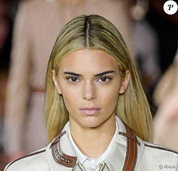 Kendall Jenner défile pour Burberry, collection printemps/été 2020, à la Fashion Week de Londres au Troubador White City Theatre. Le 16 septembre 2019.