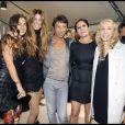 Maria Grazia Chuiri et Pier Paolo Piccioli entourés et félicités par Bianca, Delfina et Franca Sozzani (rédactrice en chef de Vogue Italie) après le defilé Valentino à Paris, le 8 juillet 2009