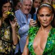 Jennifer Lopez (avec une robe qu'elle portait il y a 19 ans à la cérémonie des Grammy Awards) - Défilé Versace Collection Prêt-à-Porter Printemps/Eté 2020 lors de la Fashion Week de Milan, le 20 septembre 2019.
