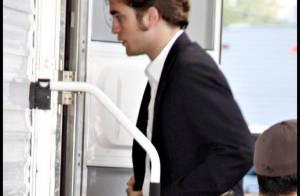 Robert Pattinson est totalement désemparé... une fille semble indifférente à son charme !