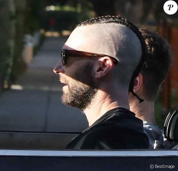 Exclusif - Adam Levine au volant de sa Ferrari à Los Angeles, le 24 septembre 2019.