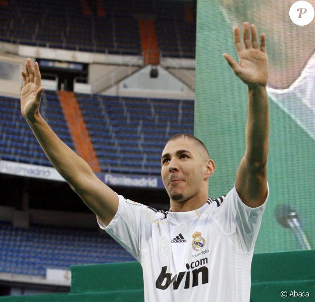 Karim Benzema présenté aux supporters de son nouveau club, le Real Madrid, le 9 juillet 2009.