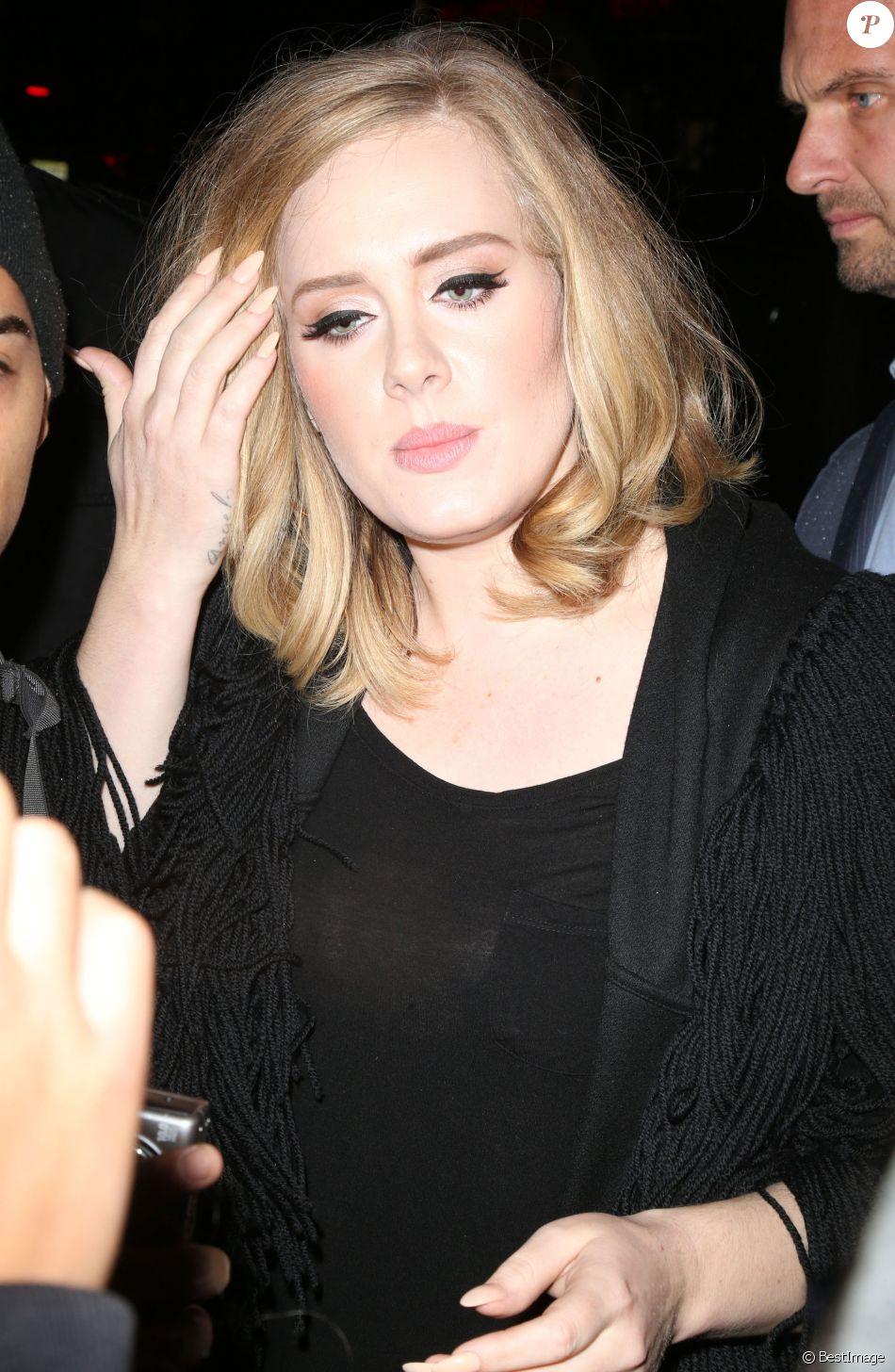 La chanteuse Adele quitte son hôtel pour aller dîner au restaurant dans le quartier de West Village à New York. Le 19 novembre 2015