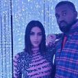 Kim Kardashian pose avec son mari, Kanye West, sur Instagram.