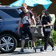 Ariel Winter et son compagnon Levi Meaden sont allés faire des courses au supermarché Vons à Studio City, le 6 août 2019.