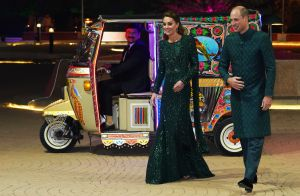 Kate Middleton scintillante au Pakistan, arrivée en tuk-tuk avec William