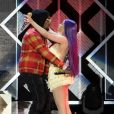 Le rappeur Offset et sa compagne Cardi B chantent sur scène ensemble lors de la soirée 102.7 KIIS FMs Jingle à Inglewood, le 30 novembre 2018