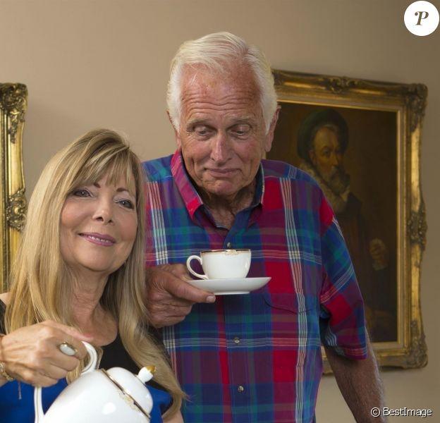 Exclusif - Rendez-vous exclusif avec l'acteur Ron Ely et sa femme Valérie à leur domicile à Santa Barbara. La femme de l'acteur qui jouait dans la série 'Tarzan' entre 1966 et 1968 a été retrouvé morte à son domicile. Il semblerait qu'elle ait été poignardée par son fils. Le suspect, Cameron Ely, âgé de 30 ans a été abattu par la police de Santa Barbara.