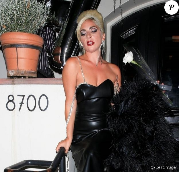 """Lady Gaga quitte le restaurant AOC à West Hollywood après la soirée organisée pour le lancement de sa ligne de cosmétiques """"Haus Laboratories"""", le 17 juillet 2019. West Hollywood. Le 17 juillet 2019."""