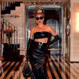 Lady Gaga quitte son hôtel avant de se produire sur la scène de l'Apollo Theater à New York le 24 juin 2019.