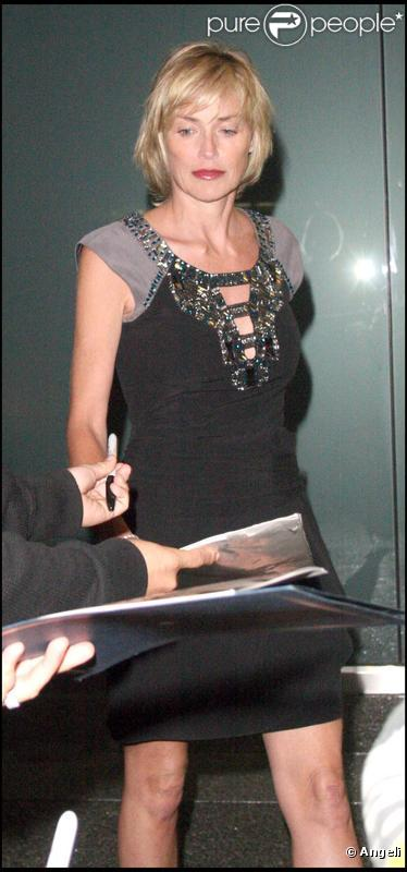 Sharon Stone quitte le BOA steakhouse, à Beverly Hills. 14/07/09