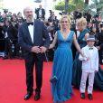 """William Hurt, Sandrine Bonnaire et Augustin Legrand lors de la montée des marches du film """"Killing them softly"""" lors du 65e Festival de Cannes le 22 mai 2012."""
