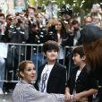Eddy et Nelson Angelil - Celine Dion quitte l'hôtel Royal Monceau avec ses enfants et va prendre un jet privé au Bourget, le 10 août 2017.