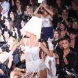 """Bruna Marquezine, Irina Shayk, Sarah Jessica Parker, Chiara Ferragni et son mari Fedez assistent au défilé de mode Intimissimi White Cabaret """"La Premiére"""" à Vérone en Italie, le 29 octobre 2019."""