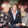 Archives - La chanteuse Régine avec Serge Gainsbourg et sa compagne Bambou chez Régine, à la soirée Carnaval des Îles. Le 9 mars 1988.