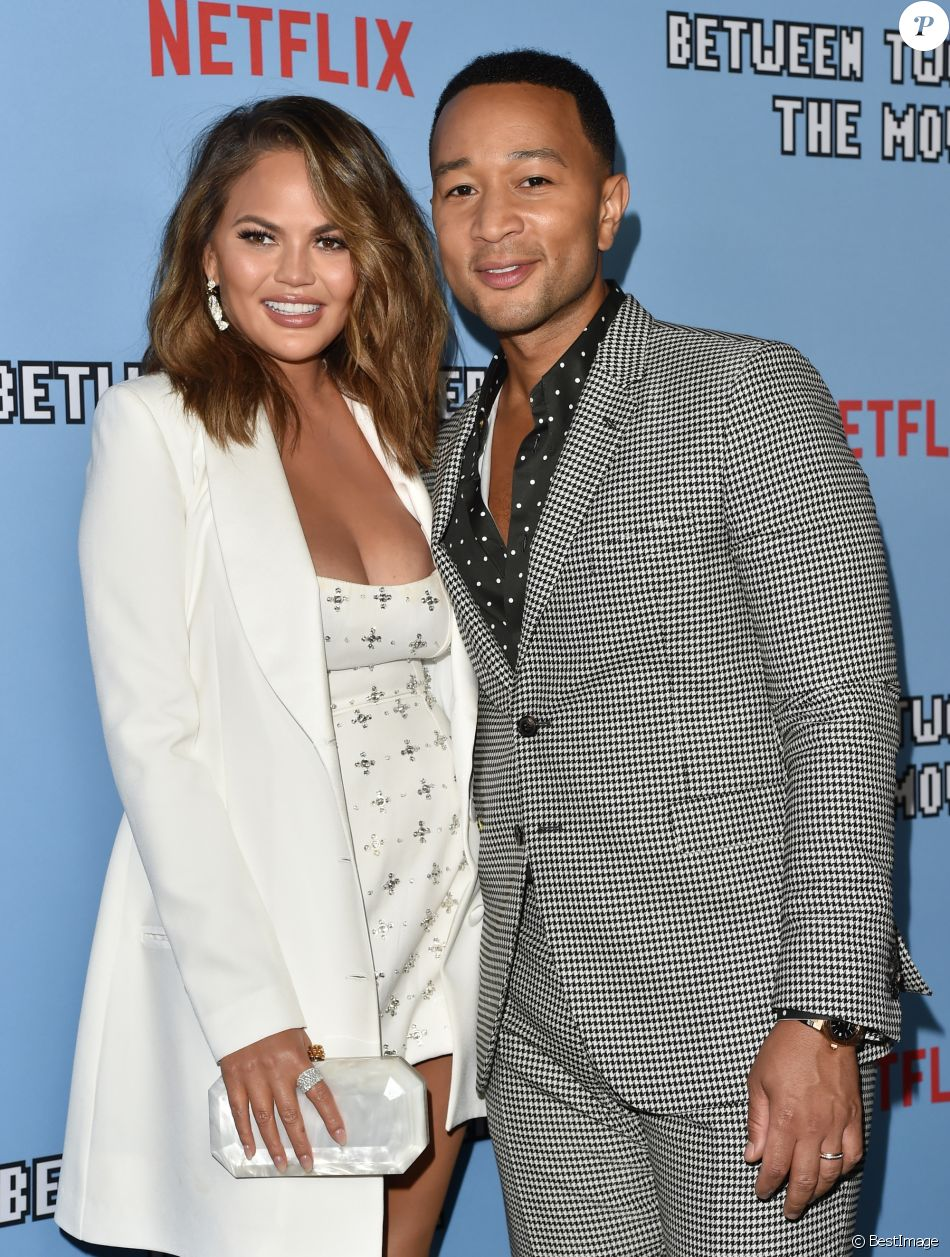 "Chrissy Teigen et son mari John Legend - Première du film Netflix ""Between Two Ferns: The Movie"" au cinéma ArcLight Hollywood, Los Angeles, le 16 septembre 2019."