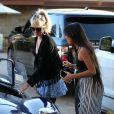 """Laeticia Hallyday avec sa fille Jade - Le prince Emmanuel-Philibert de Savoie est au volant de la voiture """"Shelby Cobra"""" sport de Johnny avec Laeticia Hallyday direction le restaurant SoHo House de Malibu en famille à Los Angeles, le 3 novembre 2019."""