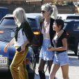 """Laeticia Hallyday avec sa mère Françoise Thibaut et sa fille Joy - Le prince Emmanuel-Philibert de Savoie est au volant de la voiture """"Shelby Cobra"""" sport de Johnny avec Laeticia Hallyday direction le restaurant SoHo House de Malibu en famille à Los Angeles, le 3 novembre 2019."""