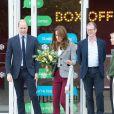 """Le prince William, duc de Cambridge et Kate Catherine Middleton, duchesse de Cambridge, ont rencontré les bénévoles de l'organisation """"Shout"""", organisme venant en aide aux personnes souffrant de maladies mentales, à Londres. Le 12 novembre 2019"""