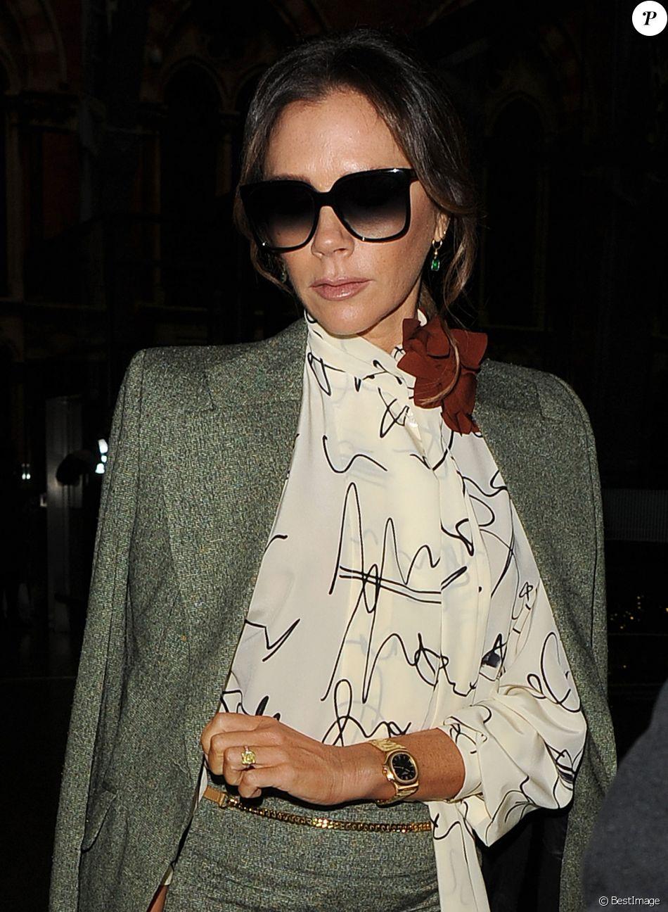 Victoria Beckham est de retour à Londres après un saut de puce à Paris le 15 novembre 2019.