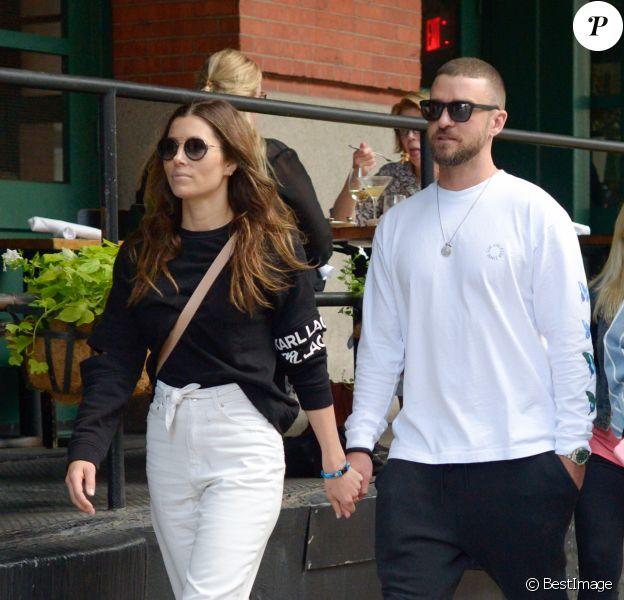 Exclusif - Jessica Biel et son mari Justin Timberlake sont allés diner avec des amis au restaurant Yves dans le quartier de Tribeca à Los Angeles, le 25 août 2019