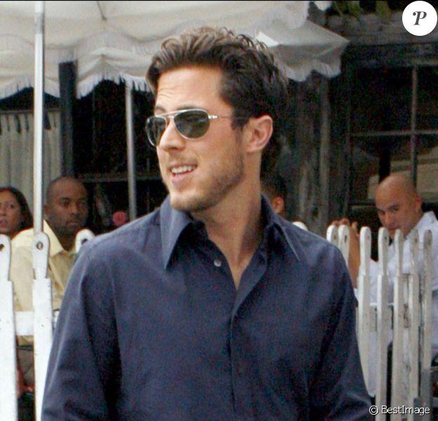 """Harry Morton après avoir déjeuné avec Lindsay Lohan au restaurant """"Ivy"""" à Santa Monica le 28/09/2006"""