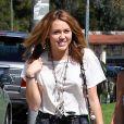 Miley Cyrus rend visite à des amis à Westwood, Los Angeles. Le 30 septembre 2010.