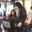 Michael Jackson fêtant Noël en 1999 dans son ranch de Neverland : Omer/Matthew porte une chemise rouge