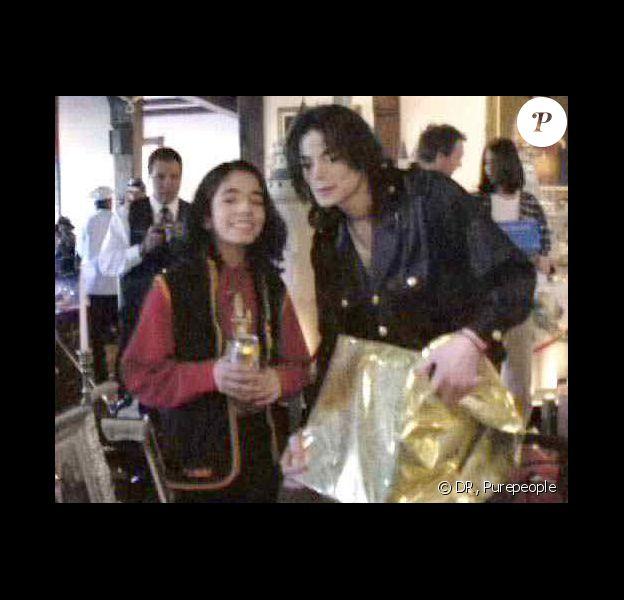 Michael Jackson avec Omer/Matthew fêtant Noël en 1999 dans son ranch de Neverland