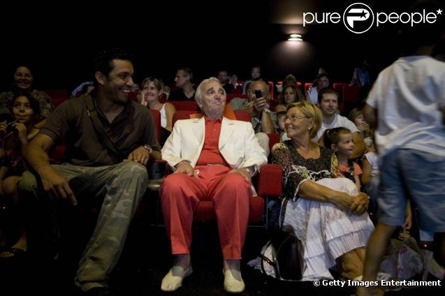 Exceptionnel Charles Aznavour : monsieur élégance a fait la joie des petits ! HW48