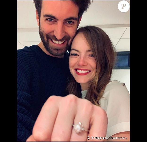 Emma Stone et son compagnon Dave McCary ont annoncé leurs fiançailles sur Instagram, le 5 décembre 2019.