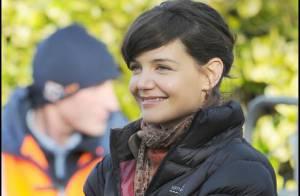 Katie Holmes respire le bonheur malgré... un look impossible ! Elle est très complice avec son nouveau partenaire...