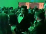 Jay-Z protège Beyoncé en subtilisant le téléphone d'un malotru