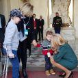"""L'association SUPER """"MAX I MOM"""" a partagé plusieurs photos des coulisses du Noël de l'Elysée, auprès de Brigitte et Emmanuel Macron ainsi que de Valérie Trierweiler, le 18 décembre 2019."""