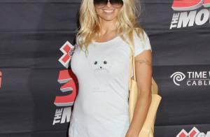 Pamela Anderson, toujours sans pantalon, nous présente... son nouveau compagnon !