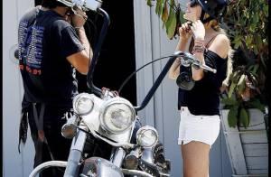 Quand la bombe Kristin Cavallari fait en tour en Harley Davidson... c'est en mini short ! Sexy !