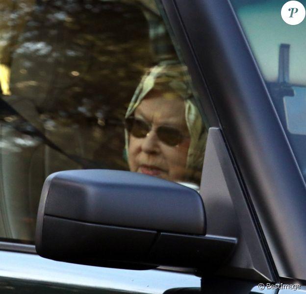 La reine Elisabeth II d'Angleterre au volant de son Range Rover à Sandringham le 11 Janvier 2020 quelques jours après l'annonce du retrait du duc et de la duchesse de Sussex de la famille royale