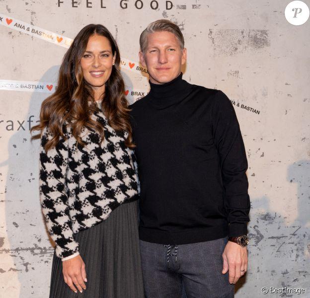 Bastian Schweinsteiger et sa femme Ana Ivanovic lors de la présentation de la collection capsule Ana & Bastian Love Brax dans le cadre de la semaine de la mode Mercedes-Benz à Berlin, Allemagne, le 14 janvier 2020.